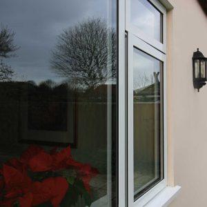 White RAUM aluminium window