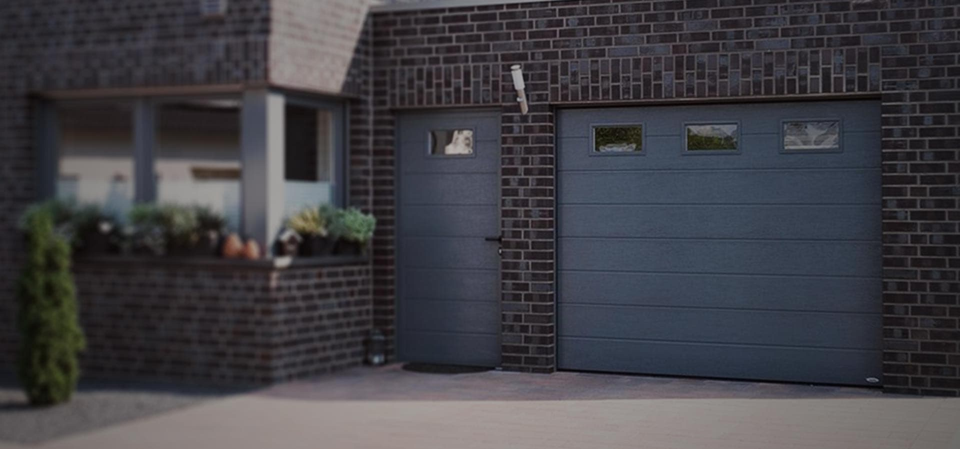 Sectional aluminium garage door in anthracite grey for custom new build home
