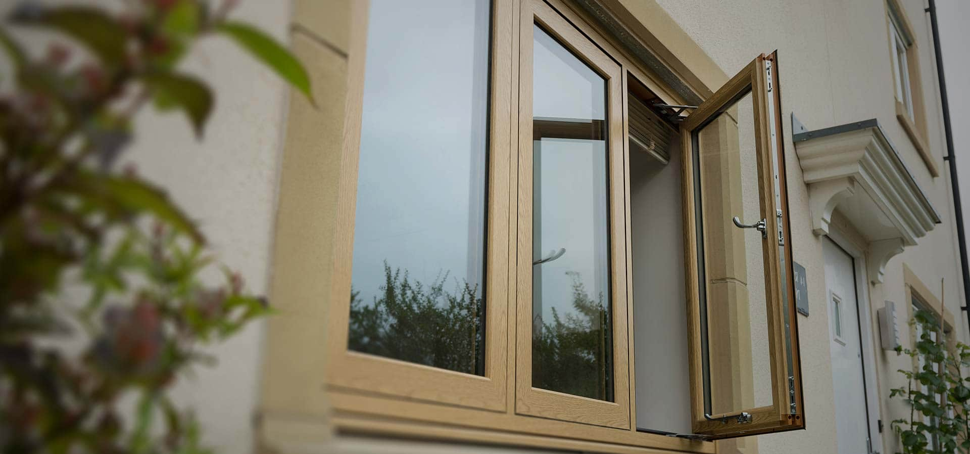 uPVC infinity window with smooth seamless weld